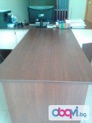 Продавам офис мебели