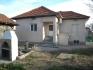 Kъщата се намира на главиня път,обзаведена PVC дограма