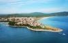Продавам двустаен апартамент в Приморско с прилежащ към него партерен етаж и двор от 60...