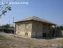 Продават се две къщи в двор на село Садина